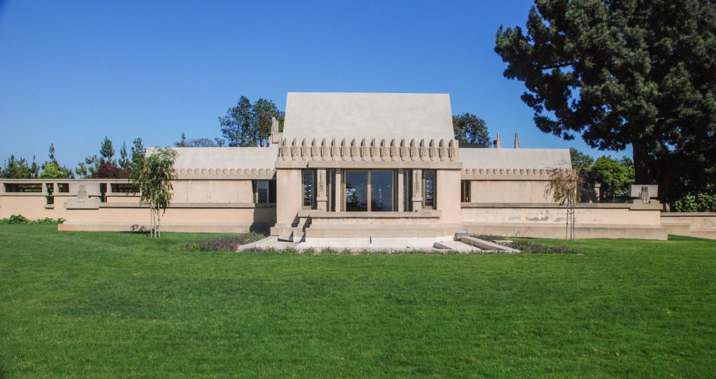 hollyhock-house-frank-lloyd-wright-los-angeles-architecture-the-art-of-travel