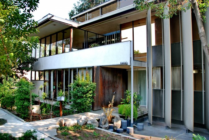 neutra-vdl-studio-and-residences-exterior-los-angeles-architecture-the-art-of-travel