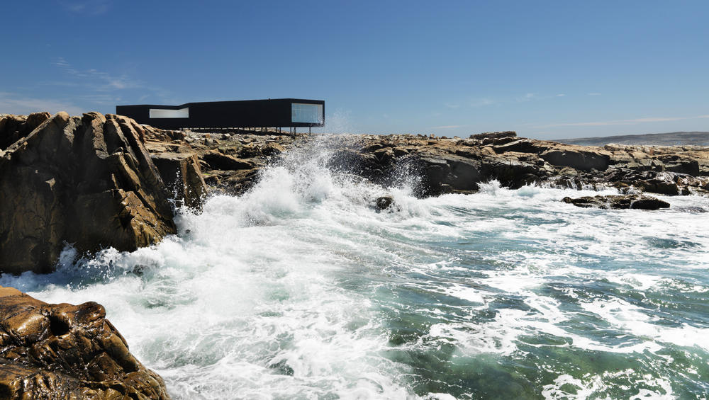 fogo-island-inn-waves-amazing-hotels-the-art-of-travel