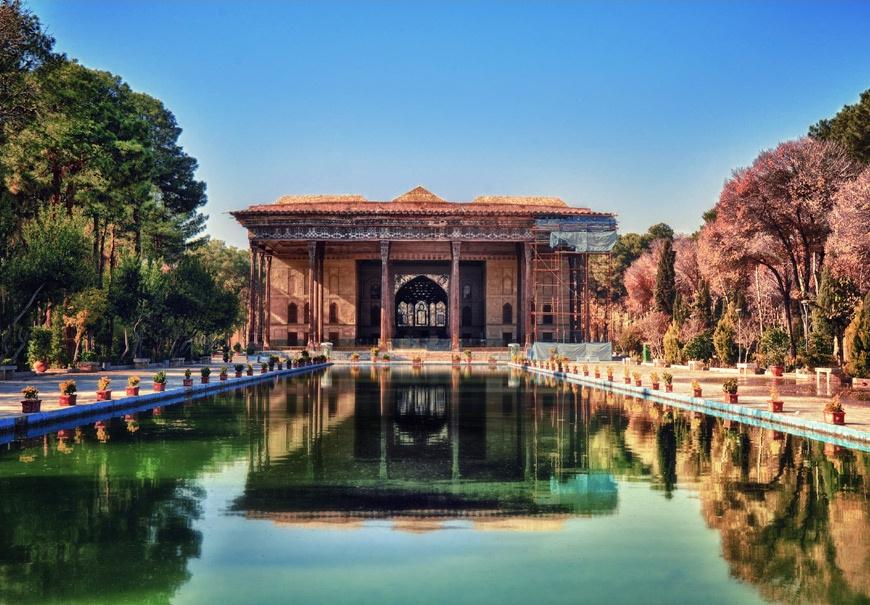 World Traveller Nazanin Rose Matin The Art of Travel Ishafan Iran